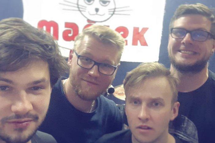 Ilustračný obrázok k článku Spevák napísal knihu o ťažkých začiatkoch kapely: Už sme predali prvú VÁRKU!