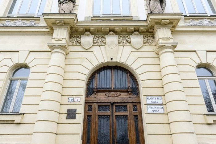 Ilustračný obrázok k článku Poplach kvôli nahlásenej bombe: Polícia prehľadávala aj nitriansky súd
