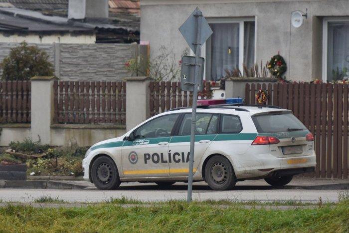 Ilustračný obrázok k článku Policajti a vojaci v akcii: V dvoch domoch budú kontrolovať dodržiavanie karantény