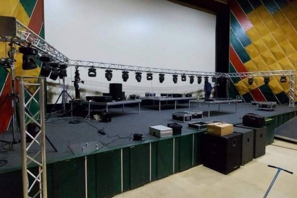 Ilustračný obrázok k článku V Lučenci zažijeme ONLINE festival s kapelami a DJ-mi: Prípravy už vrcholia, FOTO