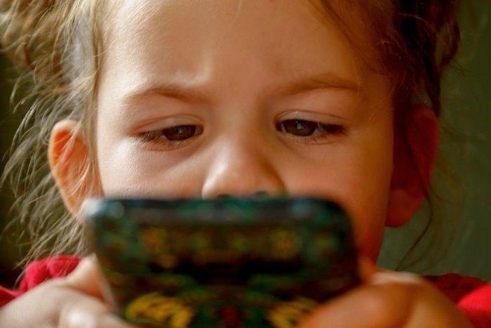 Ilustračný obrázok k článku Ukradli vášmu dieťaťu mobil v škole? Takto môžete vymáhať škodu