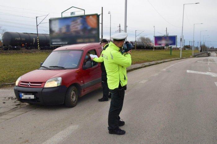 Ilustračný obrázok k článku Policajti vyrazili na novozámocké cesty: Odhalili desiatky priestupkov