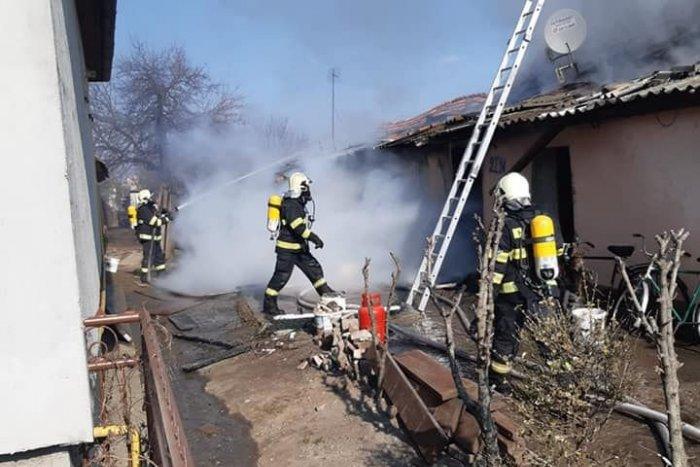 Ilustračný obrázok k článku Tragické ráno v Komjaticiach: Pri požiari domu zahynul človek, FOTO
