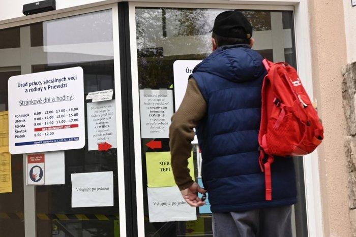 Ilustračný obrázok k článku Nezamestnanosť klesá! Čo môžeme podľa analytika očakávať najbližšie mesiace?
