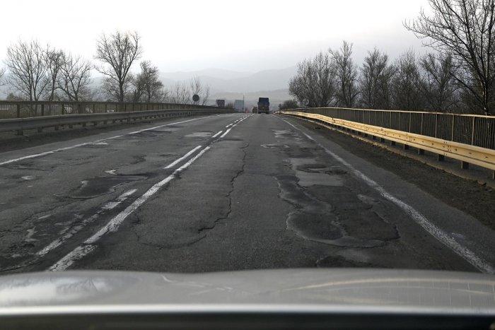 Ilustračný obrázok k článku Košice sa nevládzu starať o cesty mimo mesta: Chcú ich odovzdať košickému kraju