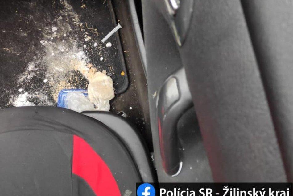 Ilustračný obrázok k článku Razia žilinských kriminalistov: U mladej ženy našli stovky dávok drogy, FOTO