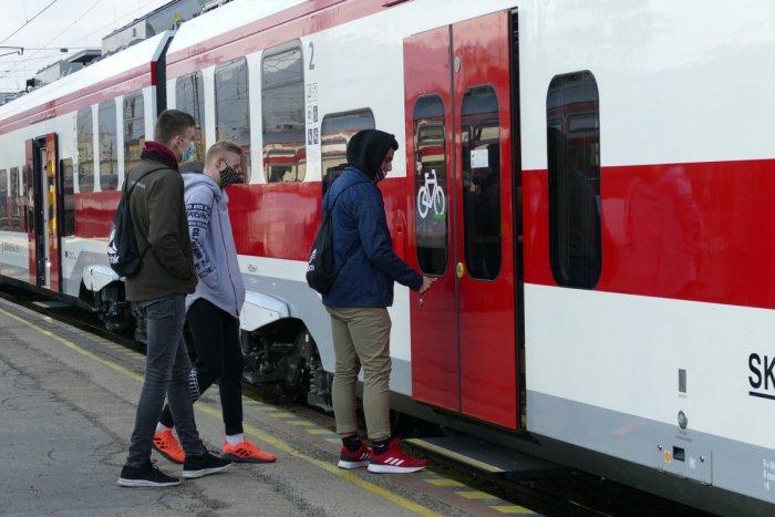 Ilustračný obrázok k článku Železnice pridajú v mimoriadnom cestovnom poriadku ďalšie vlaky, ktoré ľuďom chýbali