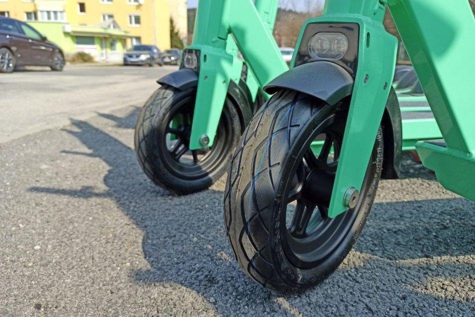 Ilustračný obrázok k článku Vedia Bystričania jazdiť na nových kolobežkách? Mnohí nedodržujú ani základné PRAVIDLÁ