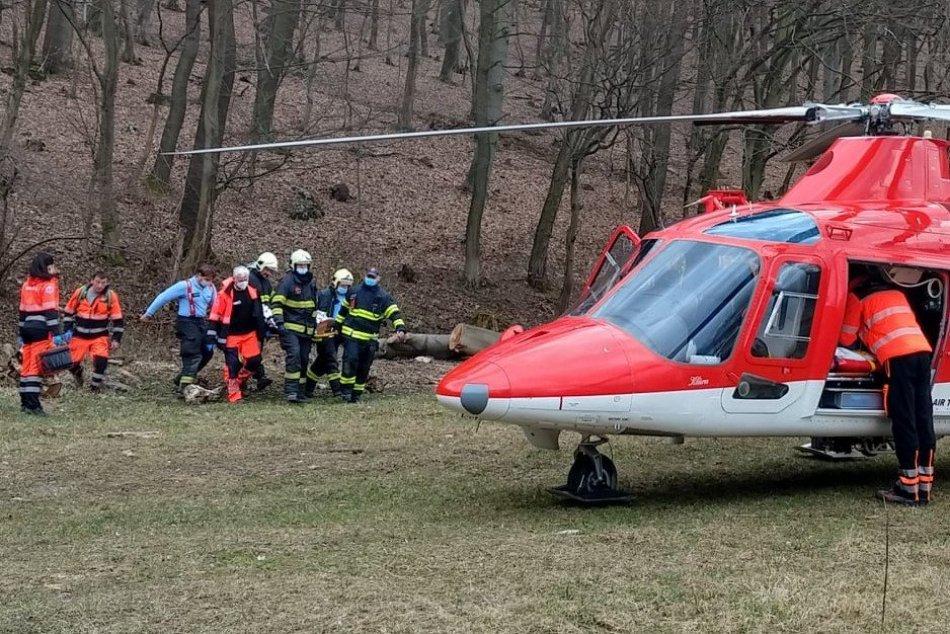 Ilustračný obrázok k článku Prevrátené auto: Ženu po nehode transportovali do nemocnice v Trenčíne, FOTO