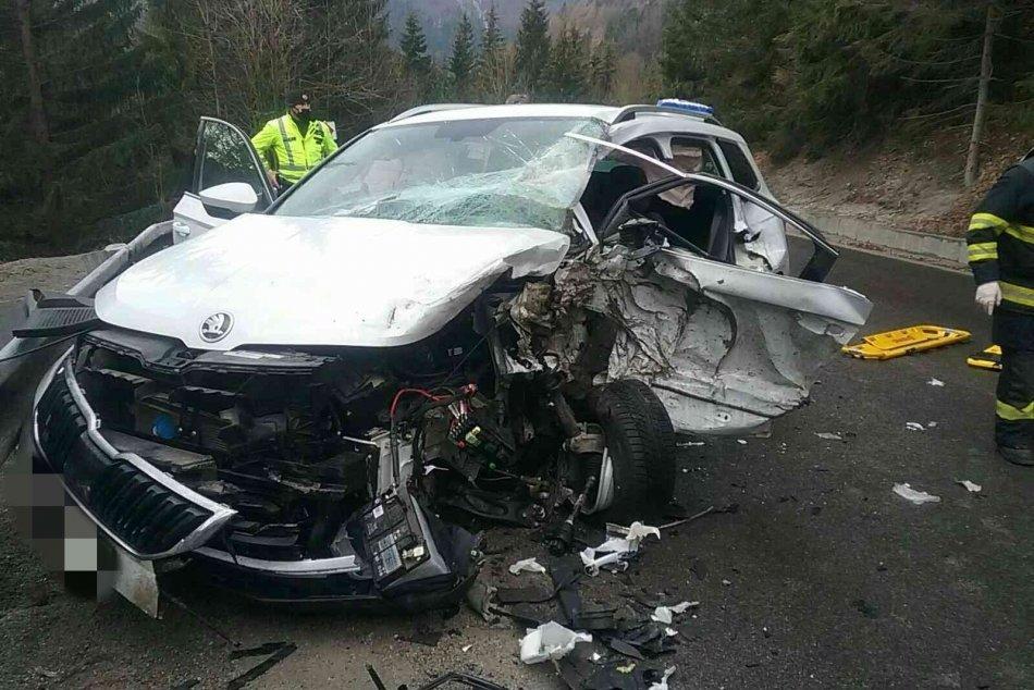 Ilustračný obrázok k článku Pri Bystrici došlo k zrážke kamióna s autom: Zranenú osobu museli vyslobodzovať, FOTO