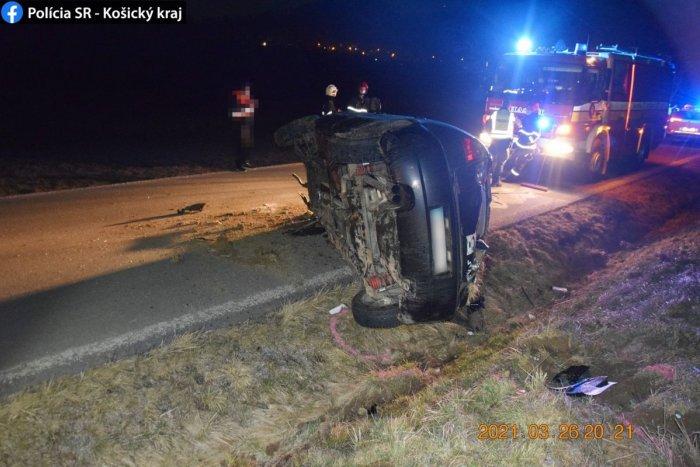 Ilustračný obrázok k článku Nehoda pri Pači očami policajtov: 23-ročný vodič spravil s autom nevídané saltá! FOTO