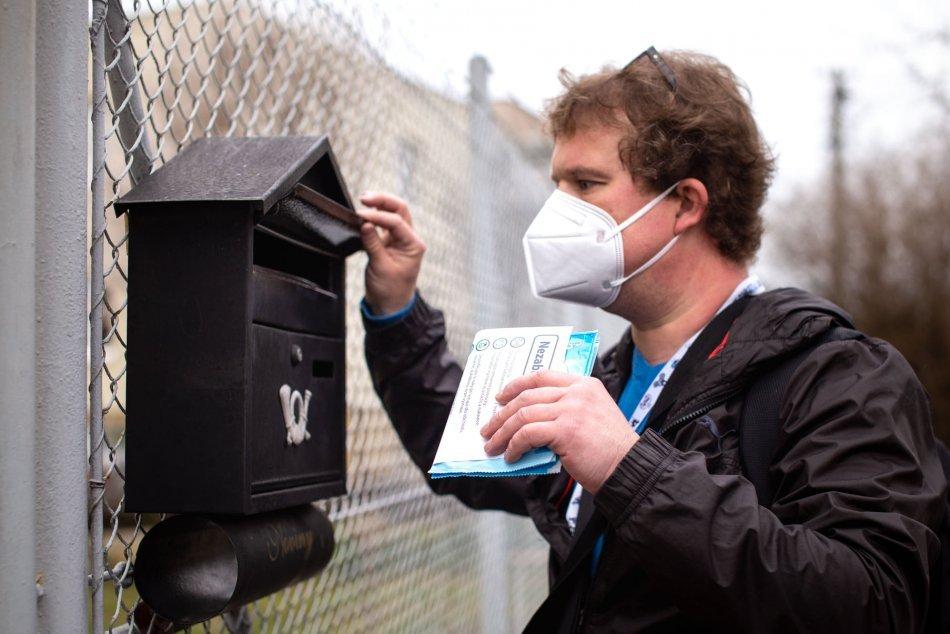 Ilustračný obrázok k článku Handlová pokračuje v rozdávaní respirátorov: Kto ich dostane teraz?
