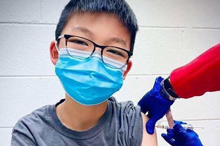 Ilustračný obrázok k článku Pfizer testoval vakcíny na tínedžeroch. Vďaka výsledkom sa môže posunúť hranica očkovania
