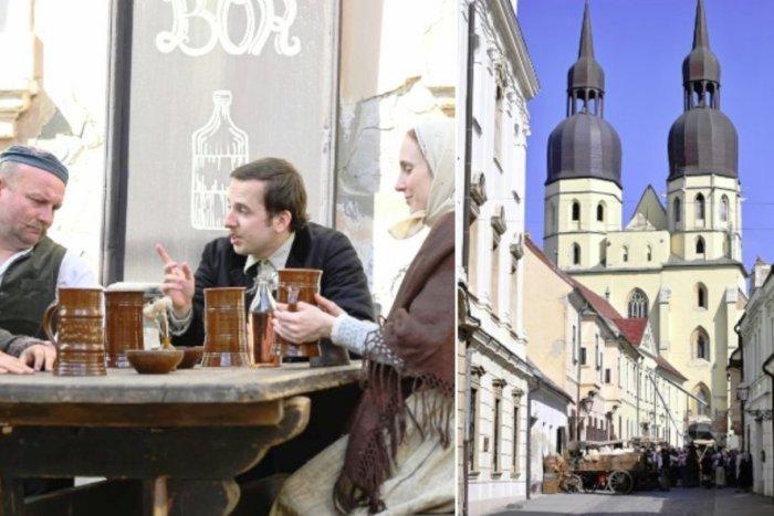 Ilustračný obrázok k článku Trnava bola vždy magnetom režisérov: V centre sa nakrúcal Jozef Mak, FOTO