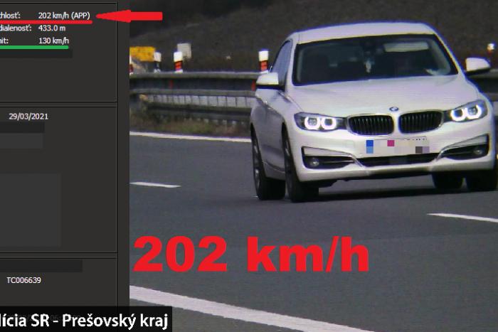 Ilustračný obrázok k článku Letel ako blesk: Polícia namerala vodičovi na diaľnici z Popradu do Prešova 202 km/h