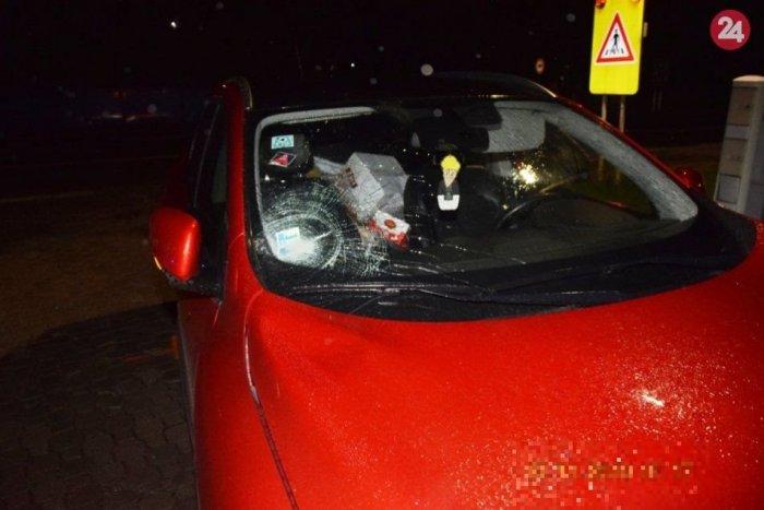 Ilustračný obrázok k článku Mladík v Bystrici vbehol na cestu: Po zrážke s autom skončil v nemocnici