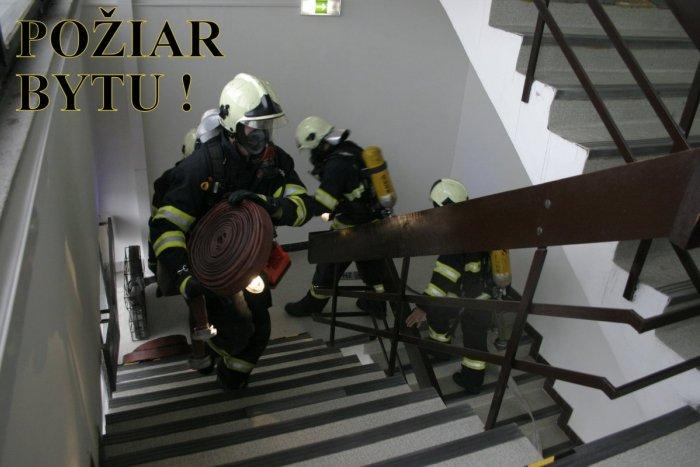Ilustračný obrázok k článku Nové Zámky sú na nohách: Požiar v byte na 9. poschodí! Ľudí z paneláku evakuovali