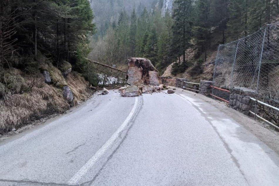 Ilustračný obrázok k článku Mimoriadna situácia v Tiesňavách trvá: Na nebezpečné bralá sa pozrú geológovia