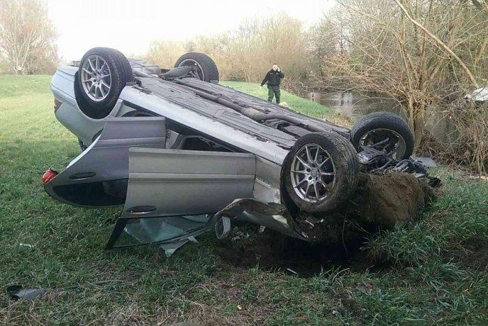 Ilustračný obrázok k článku Tragická nehoda pri Chynoranoch na FOTKÁCH: Zomrel jeden človek