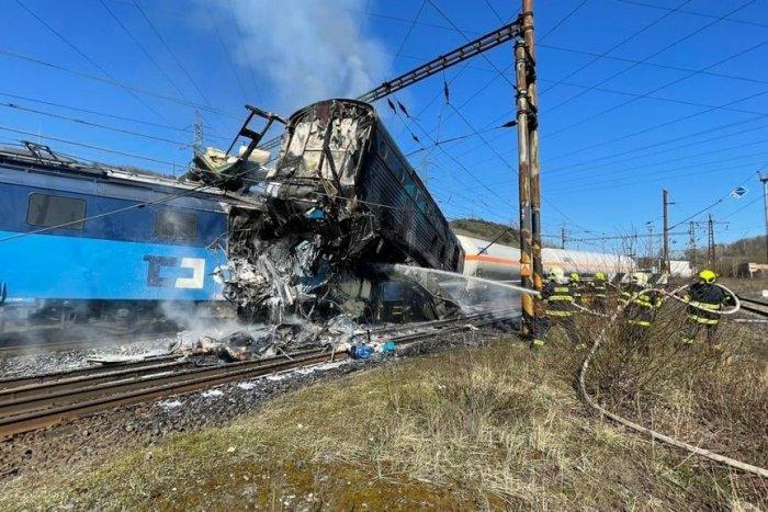 Ilustračný obrázok k článku NEŠŤASTIE v Česku: Čelný náraz dvoch vlakov mal tragické následky, FOTO
