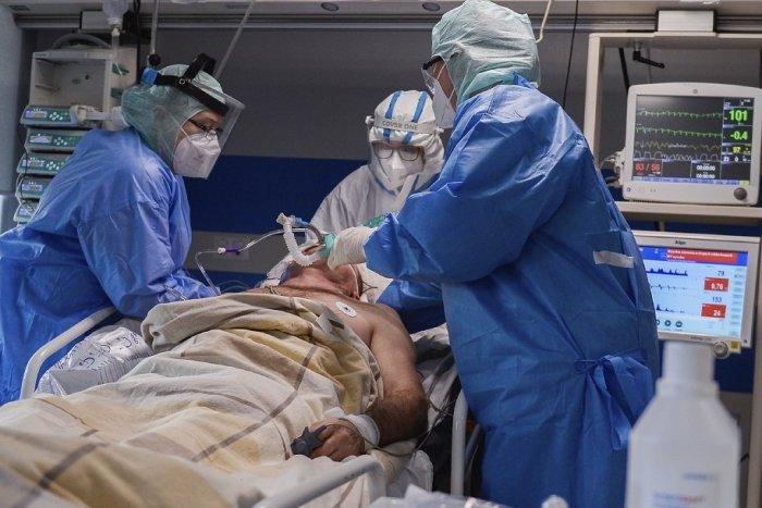 Ilustračný obrázok k článku Koronavírus: Počet hospitalizovaných rastie! Opäť sa blížime k číslu 3-tisíc