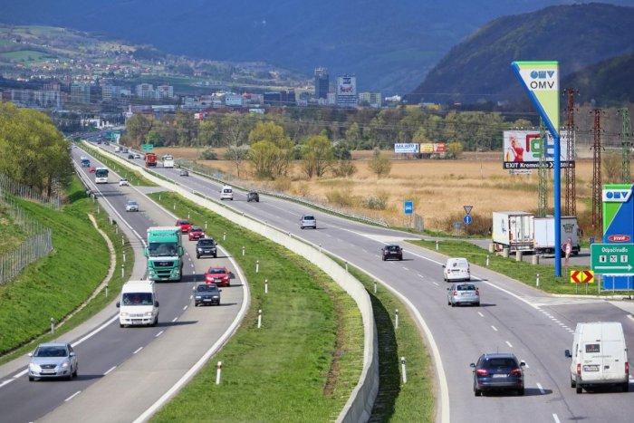 Ilustračný obrázok k článku Na R1 v Bystrici rátajte so zdržaním: Obmedzenia potrvajú niekoľko týždňov