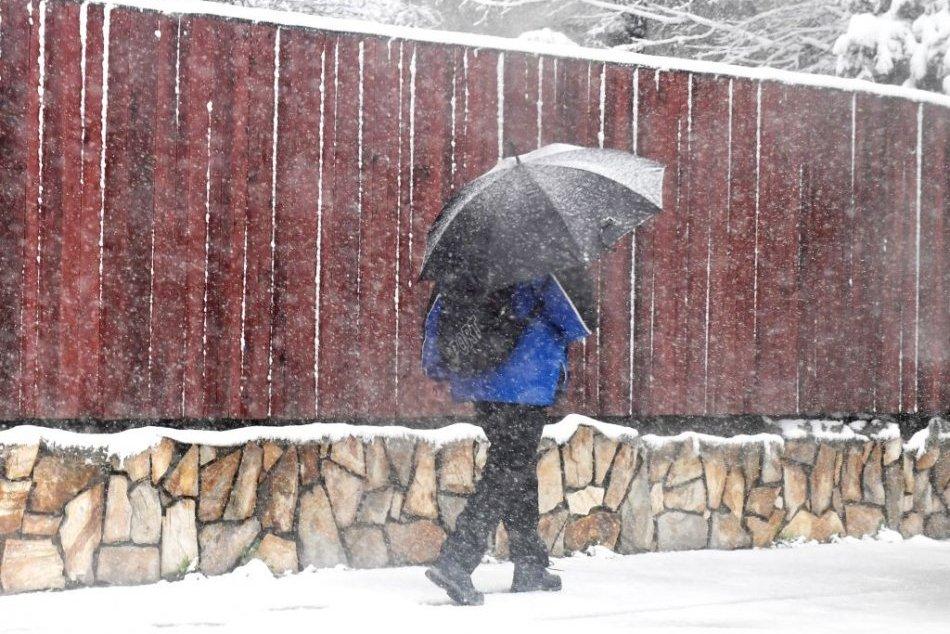 Ilustračný obrázok k článku Prvá snehová nádielka sa blíži: Výstrahy platia aj pre okres Prievidza