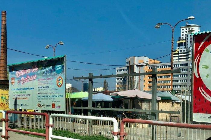 Ilustračný obrázok k článku Pri Trhovisku Miletičova pomaly miznú bilboardy. Prečo ich jednoducho nestrhnú?