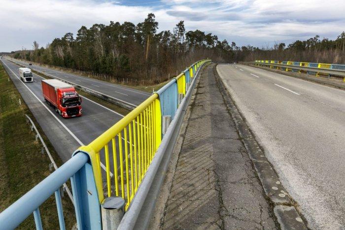 Ilustračný obrázok k článku Vodiči, pozor na obmedzenia: Diaľnica D2 bude až do septembra čiastočne uzavretá