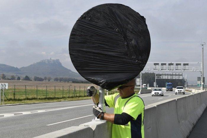 Ilustračný obrázok k článku Ministerstvo chystá pre motoristov ZMENY: Dotknú sa aj rýchlosti na diaľnici v obci