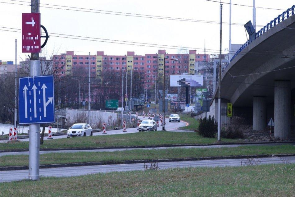 Ilustračný obrázok k článku V Bystrici rátajte s obmedzeniami: 3 TIPY, ako sa môžete vyhnúť zdržaniu, FOTO