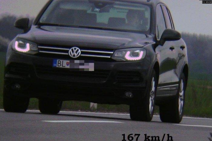 Ilustračný obrázok k článku Na rýchlu jazdu si vybrali zlý deň aj cestu! Troch šoférov čaká pošta od policajtov