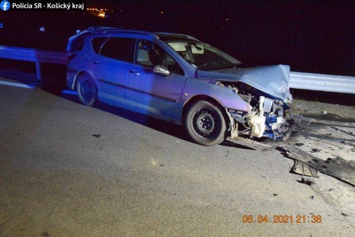 Ilustračný obrázok k článku Vodič ušiel z miesta nehody. Rozbité auto nechal na diaľnici!