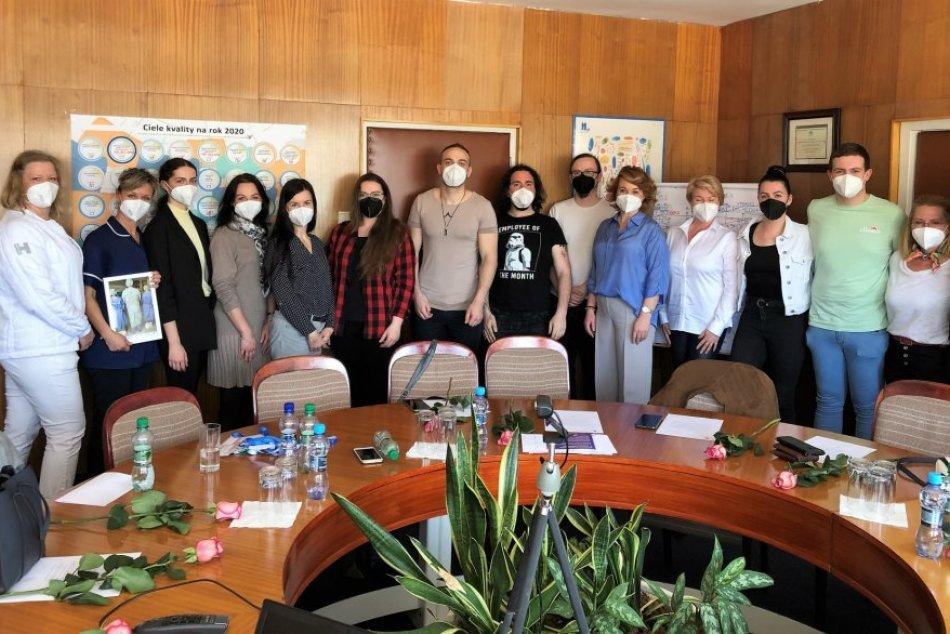 Ilustračný obrázok k článku Klobúk dole: Hoci nie sú zdravotníci, išli dobrovoľne pomáhať do bystrickej nemocnice, FOTO
