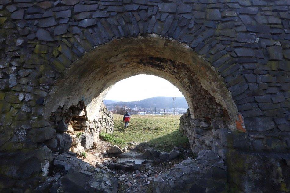 Ilustračný obrázok k článku Unikátna pamiatka pri Sobranciach je najvýchodnejším stredovekým hradom