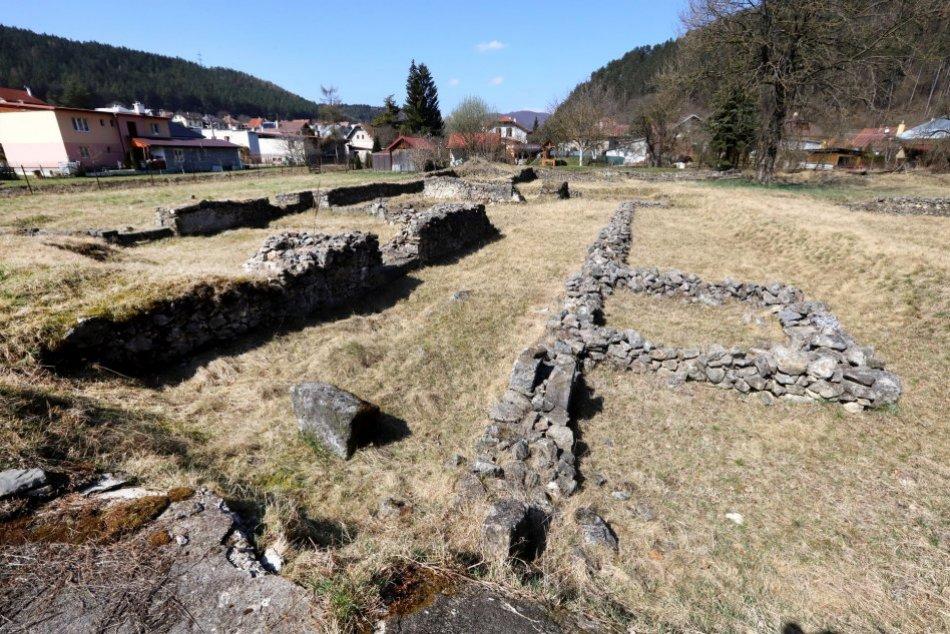 Ilustračný obrázok k článku Neďaleko Bystrice leží vzácnosť: Viete, čím boli kedysi ruiny na brehu Ľupčice? FOTO