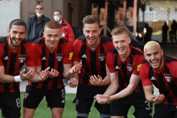 Ilustračný obrázok k článku Futbalisti Trnavy si vychutnali sobotu: Najprv gratulácia Keketimu, potom sfúkli Vion!
