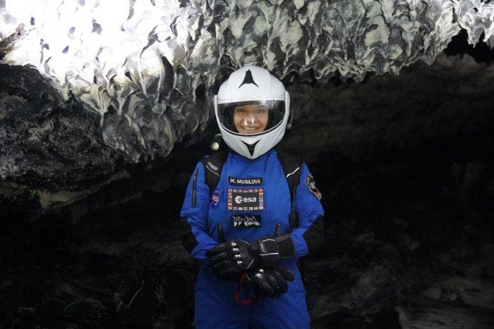 Ilustračný obrázok k článku Úžasná príležitosť pre slovenskú astrobiologičku! Poletí so SpaceX okolo Mesiaca?