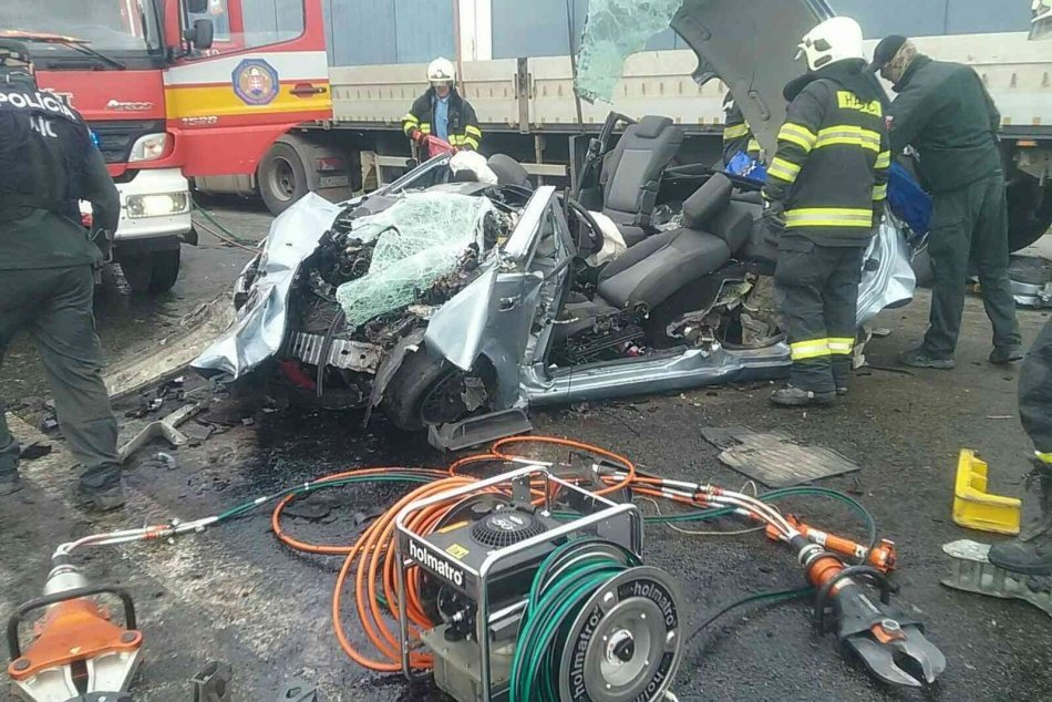 Ilustračný obrázok k článku Policajti o hrozivej nehode pri Rožňave: Čo sa tam vlastne stalo?