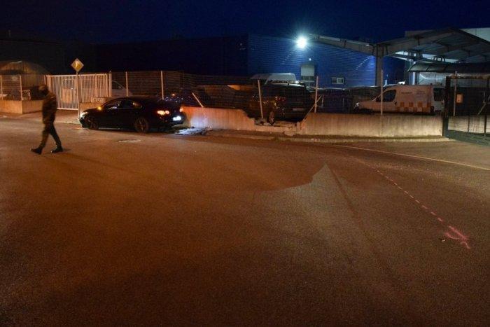 Ilustračný obrázok k článku Trnavčan rozbil auto aj betónový múr: Nafúkal takmer 2,5 promile, FOTO z miesta
