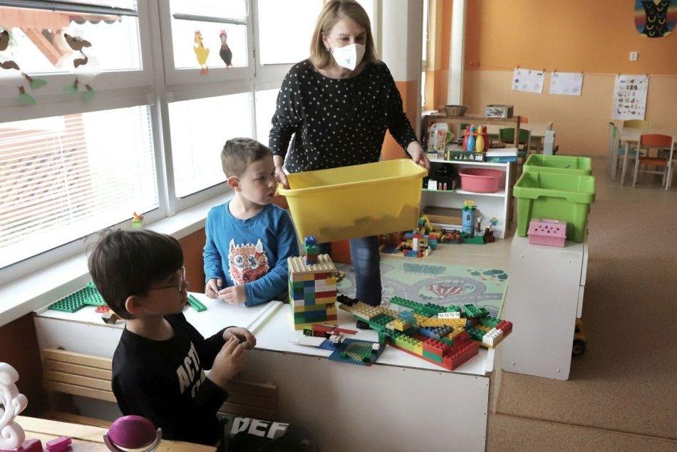 Ilustračný obrázok k článku Triedy na škole v Prievidzi s oddychovými zónami: Pribudne aj nový nábytok
