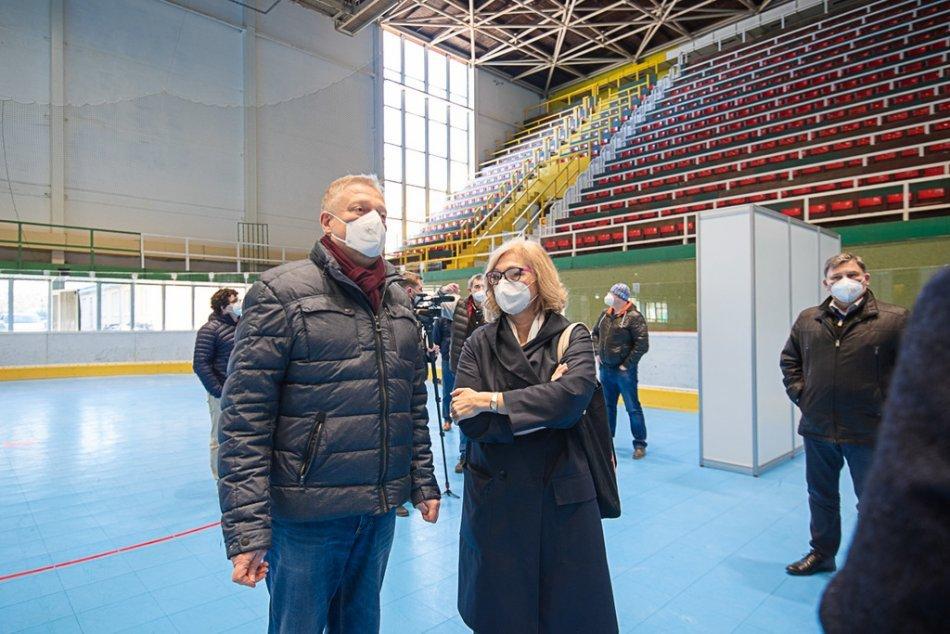 Ilustračný obrázok k článku Otvára sa veľkokapacitné očkovacie centrum v Prievidzi pre TISÍCE ľudí, FOTO