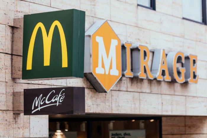 Ilustračný obrázok k článku Jedlo z McDonald's doručia ku dverám zákazníkov už aj v Žiline