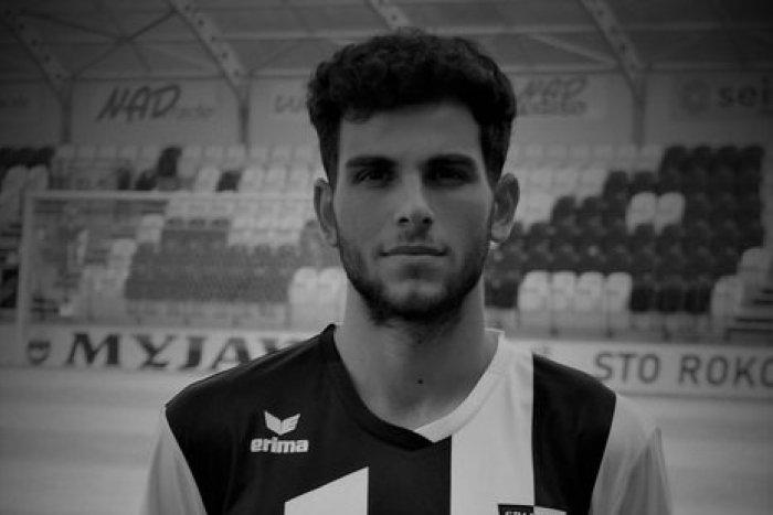 Ilustračný obrázok k článku Futbalové Slovensko je v slzách: Zomrel len 20-ročný Myjavčan Kristián Karika