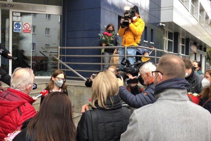 Ilustračný obrázok k článku Záplava kvetov v Ružinove: Ľudia spontánne vyjadrujú podporu žene, do ktorej sa obul Matovič