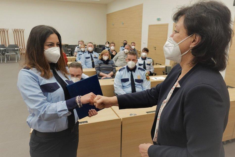 Ilustračný obrázok k článku Ich práca nezostala bez povšimnutia: Balkovičová poďakovala mestským policajtom, FOTO