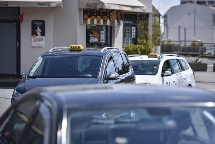 Ilustračný obrázok k článku Aké podmienky platia pre  autoškoly, prevádzky taxislužieb, hotelov a vlekov?