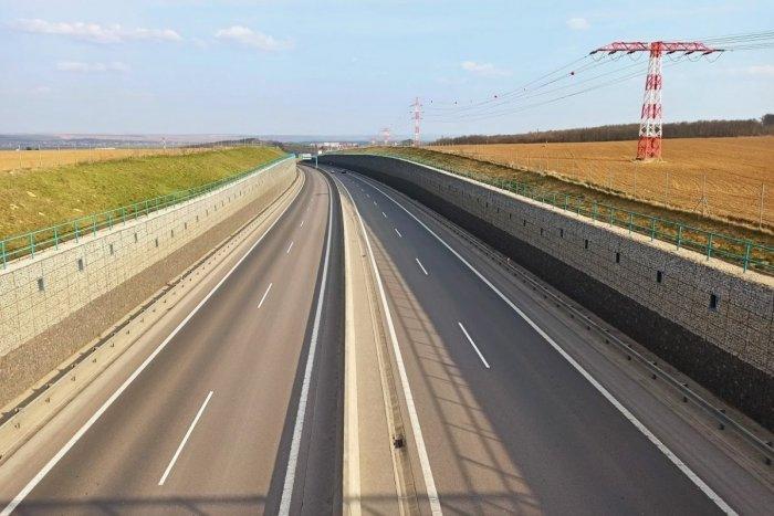 Ilustračný obrázok k článku V hre je nová rýchlostná cesta v Trenčianskom kraji: R8 má 7 variantov trasy