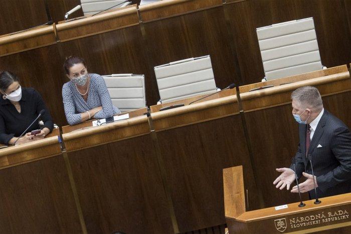 Ilustračný obrázok k článku Fico sa pustil do Kolíkovej: Má firmu, čo okráda! Čo na to ministerka?