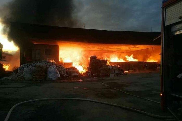 Ilustračný obrázok k článku Požiar neďaleko Spišskej: Hasiči zasahovali v bývalom družstve
